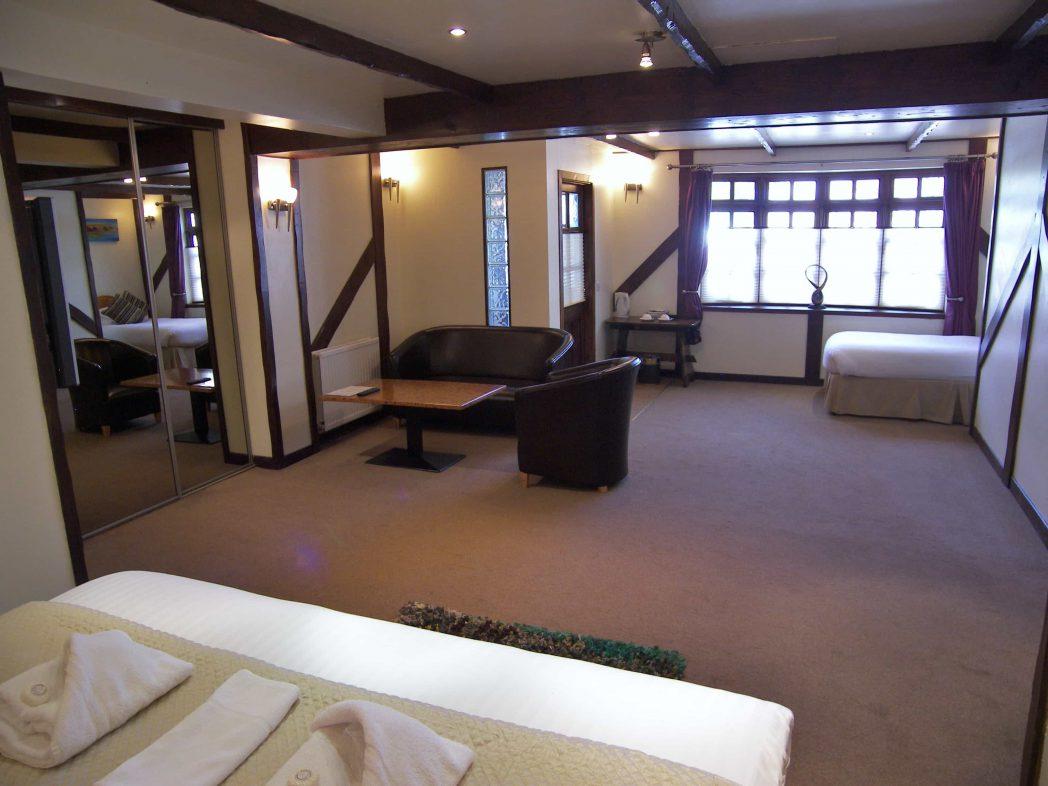 https://www.scottishhotels.co.uk/wp-content/uploads/2016/01/ground-floor-suite-nth.jpg